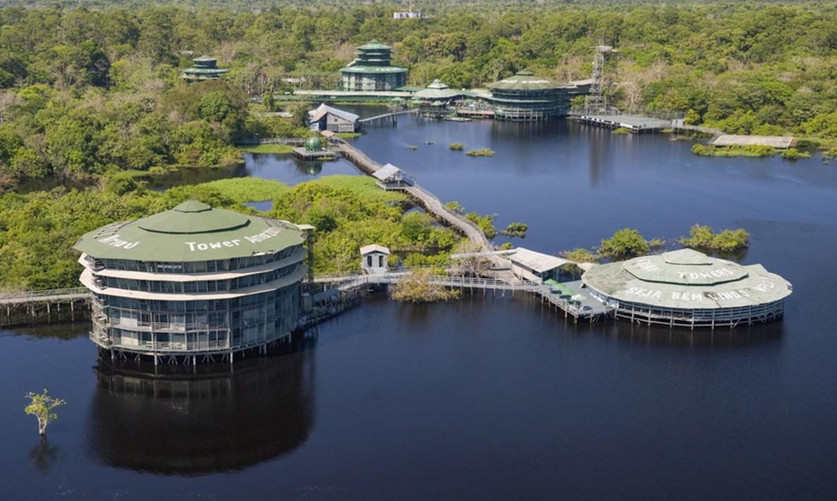 L'hotel con le stanze sospese sugli alberi