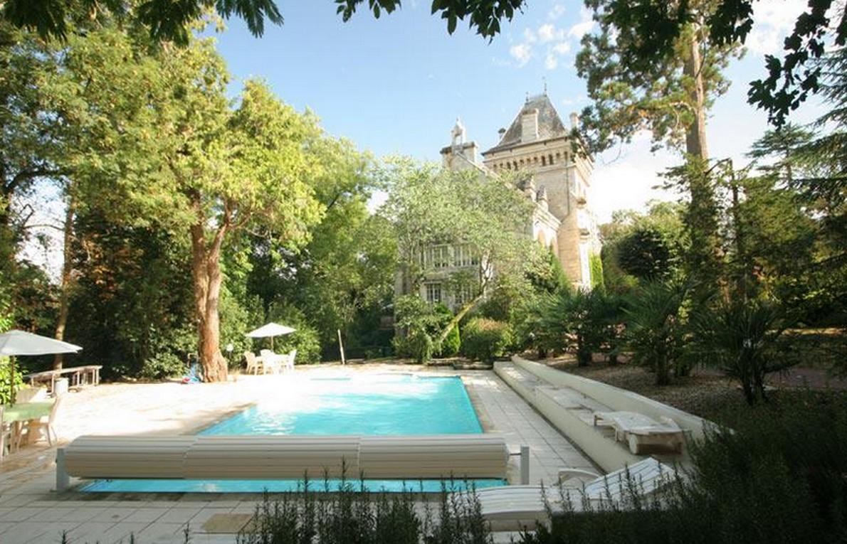 La piscina della casa francese