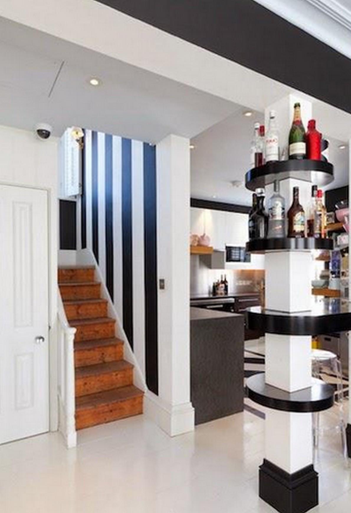 Come approfittare delle colonne e dei muri di sostegno per for Arredare il salone di casa