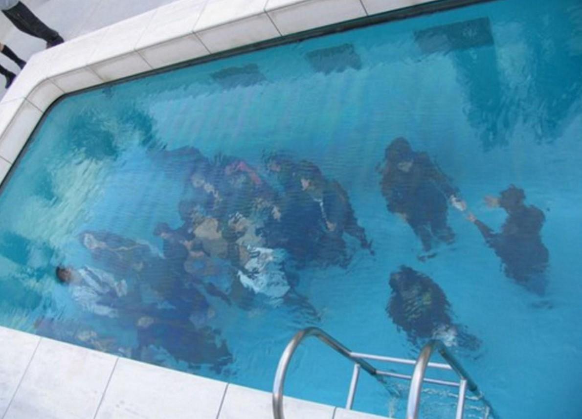 La piscina realizzata dall'artista argentino
