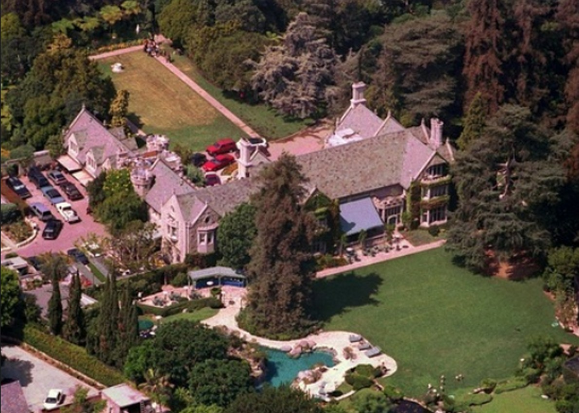 "La ""Playboy Mansion"""