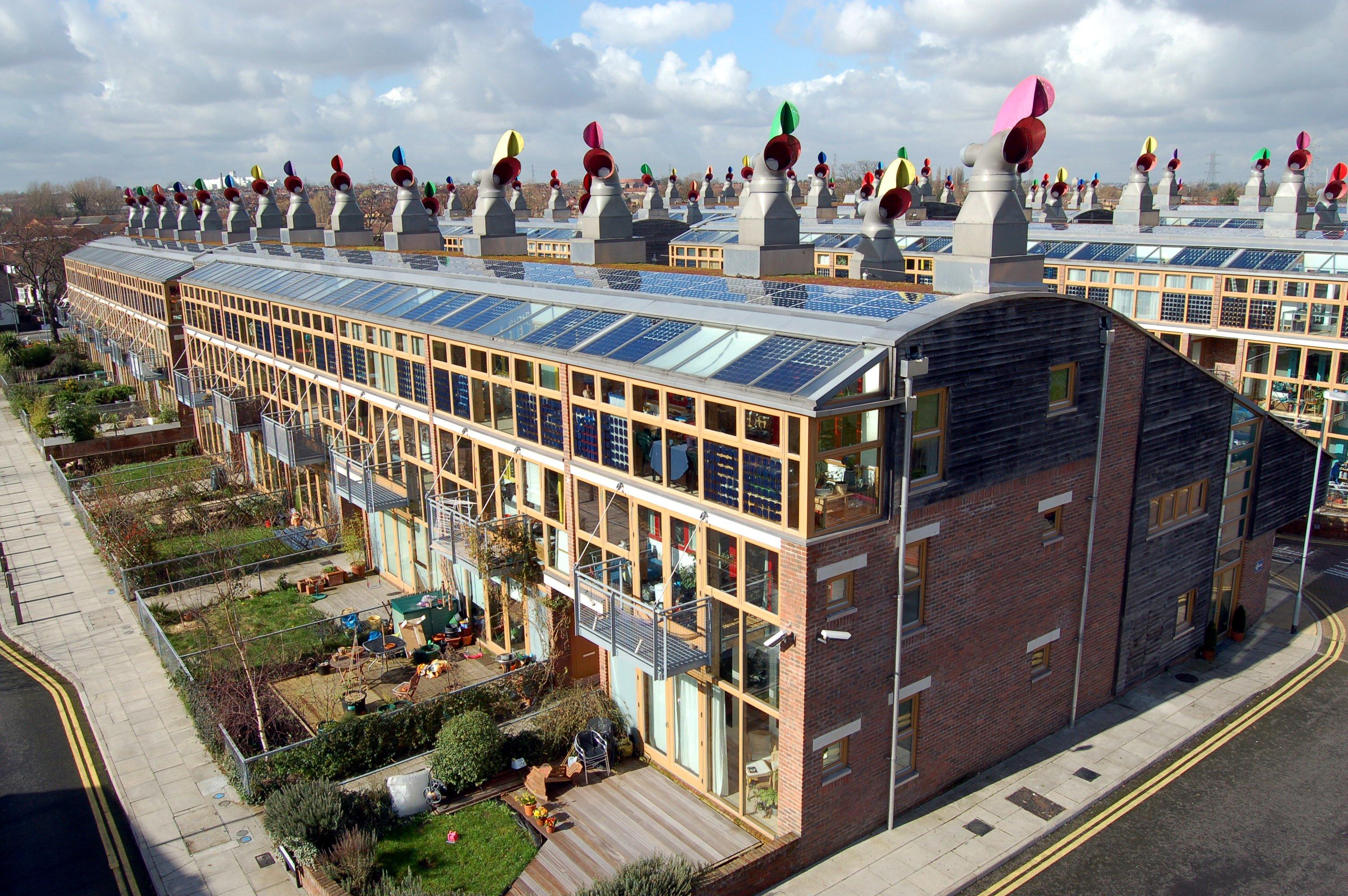 Edificio con pannelli solari a Londra