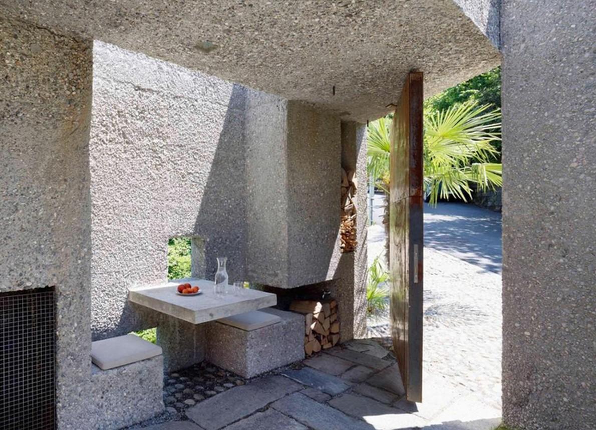 Interni della casa realizzata in un vecchio  bunker