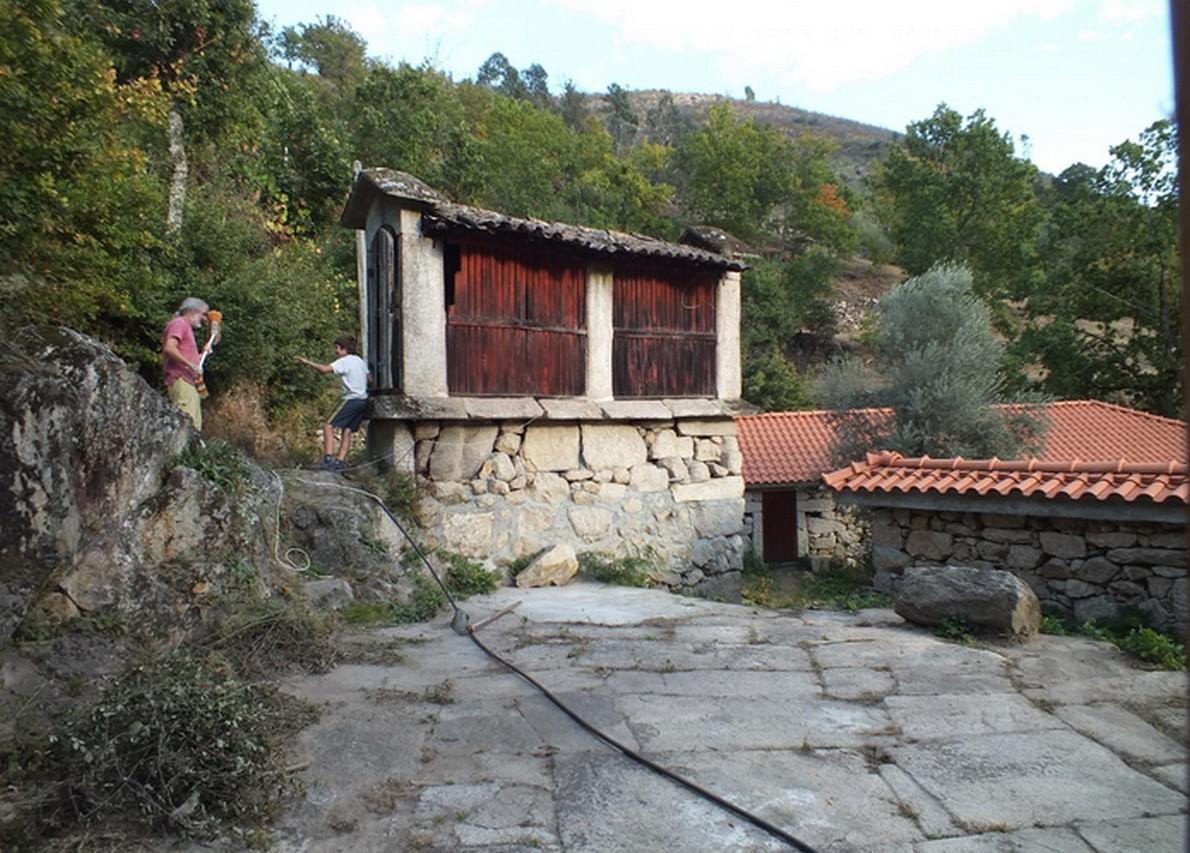 Una delle case del villaggio ecologico