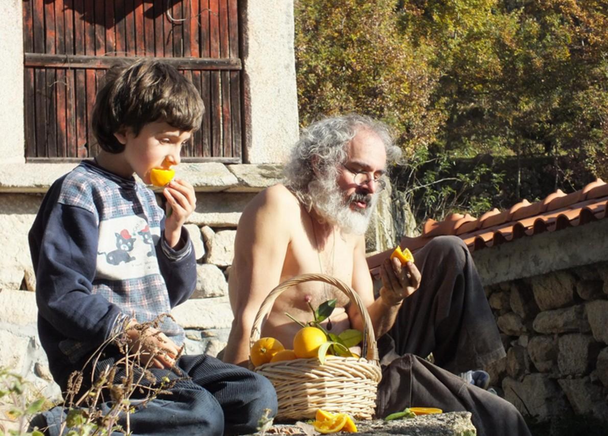 Membri della comunità dell'ecovillaggio