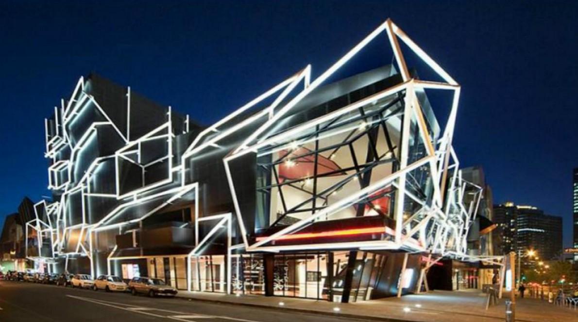 Edificio luminoso