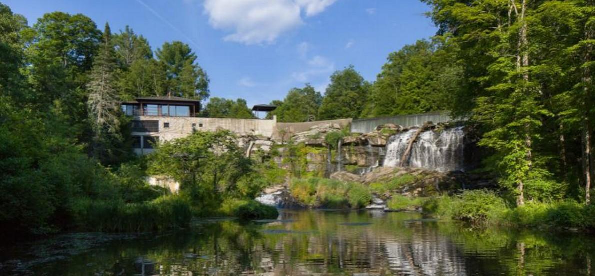 Casa di lusso con cascata