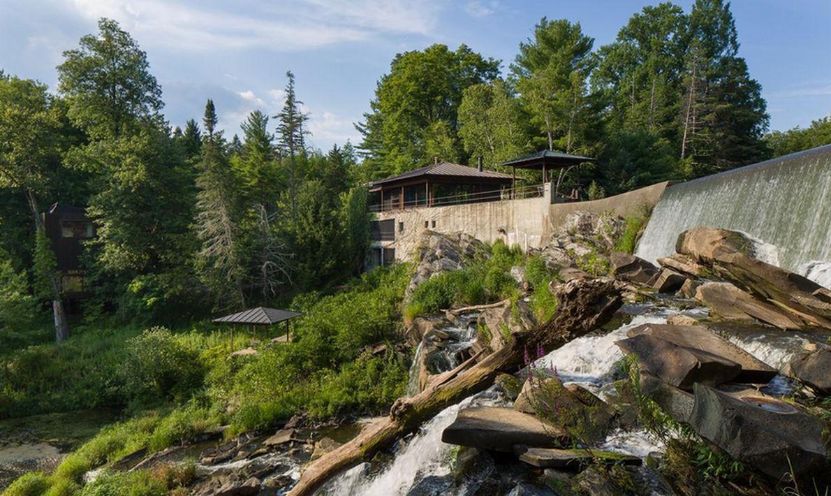 Una spettacolare casa con tanto di cascata in salotto for Piani di casa da sogno