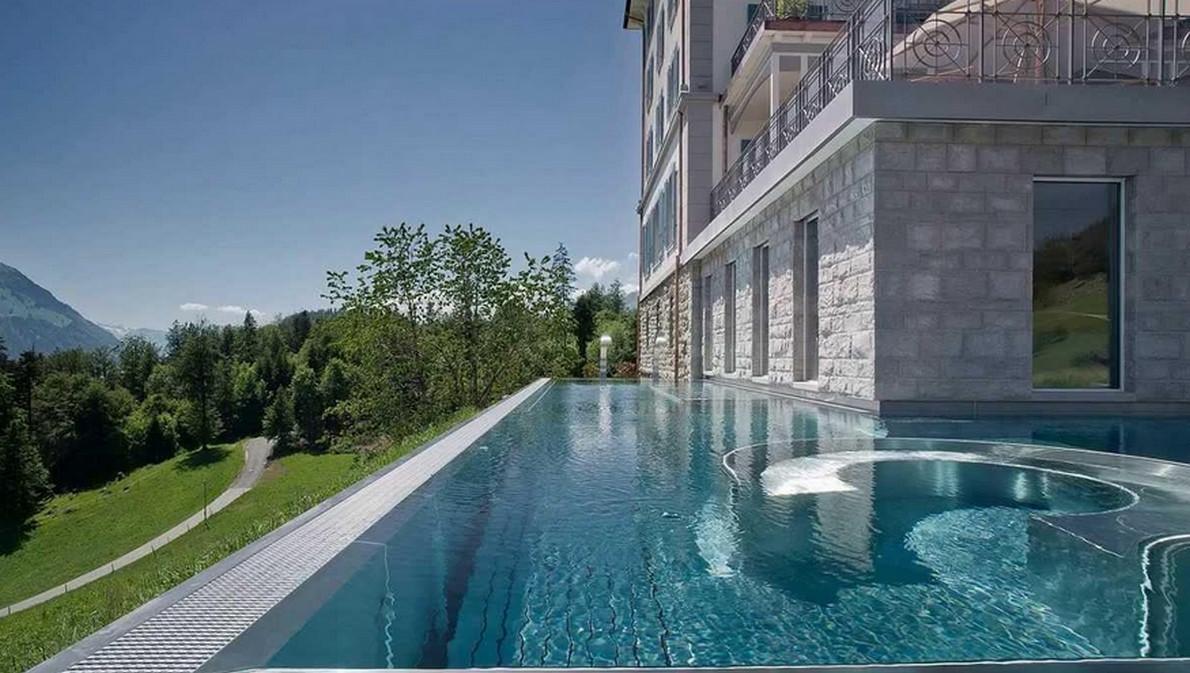 Un hotel con la piscina che regala la vista migliore del - Hotel montagna con piscina esterna riscaldata ...