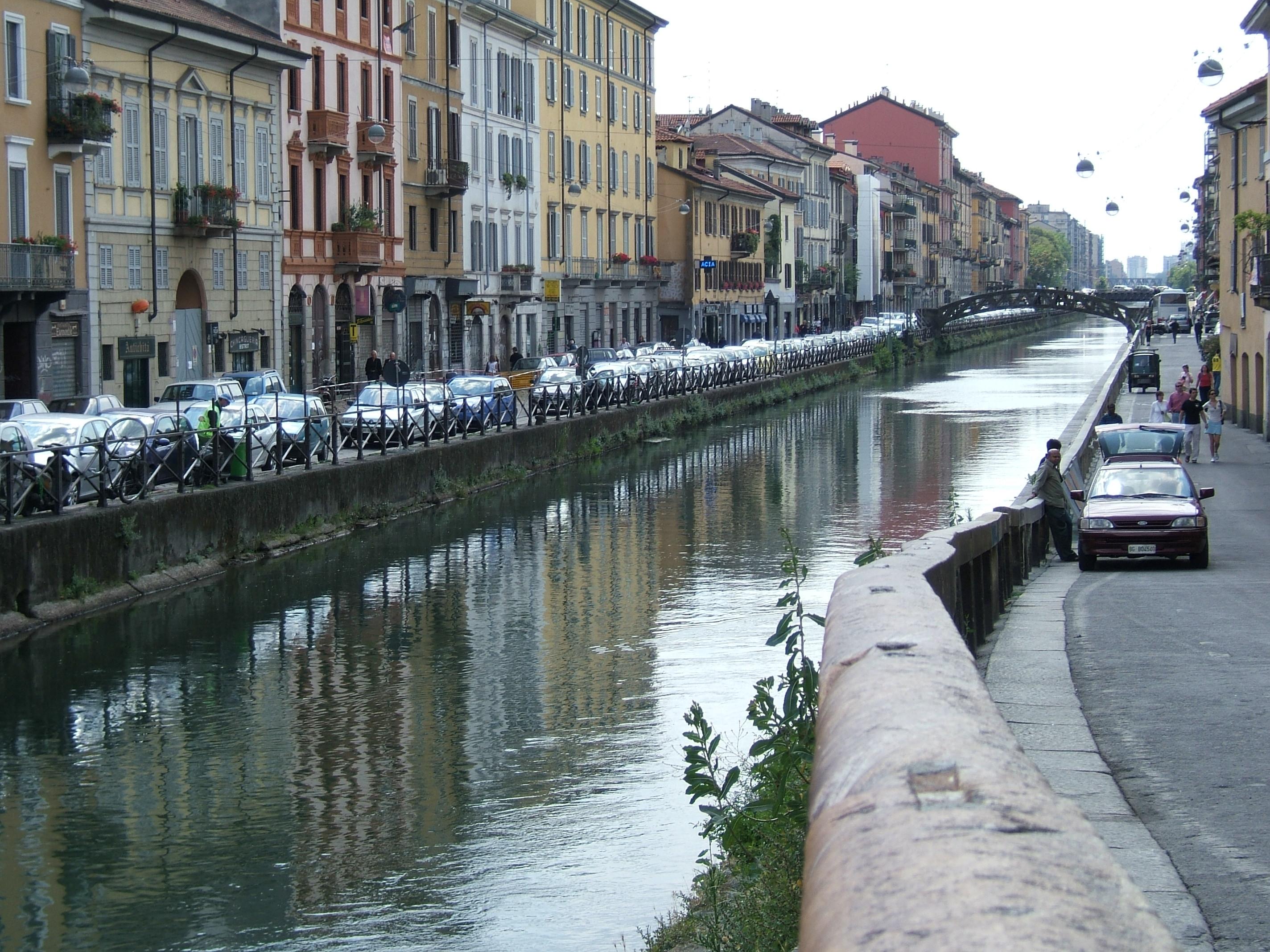 Immobili abbandonati sui Navigli a Milano