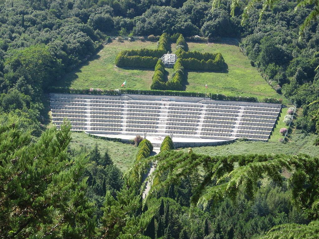 3 idee economiche per un ponte del 25 Aprile differente Cimitero militare polacco