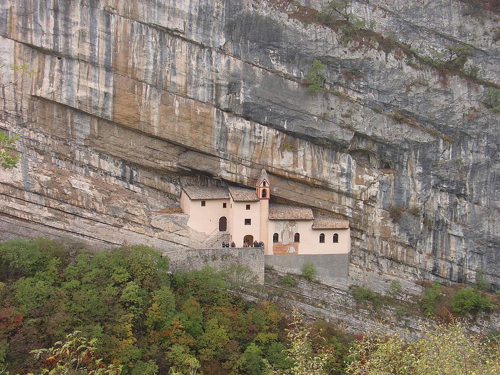 Gli 8 eremi più belli d'italia Eremo di San Colombano