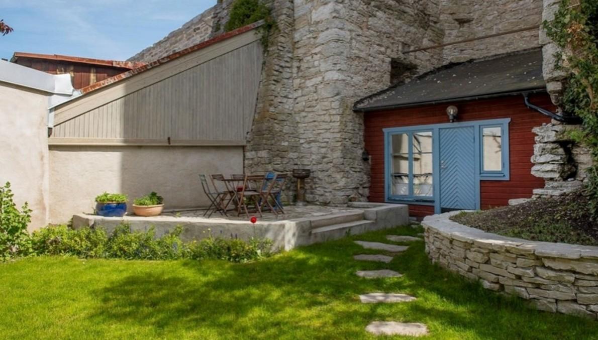 L assurda lotta per costruire la casa pi piccola del for Costo di avere una casa costruita