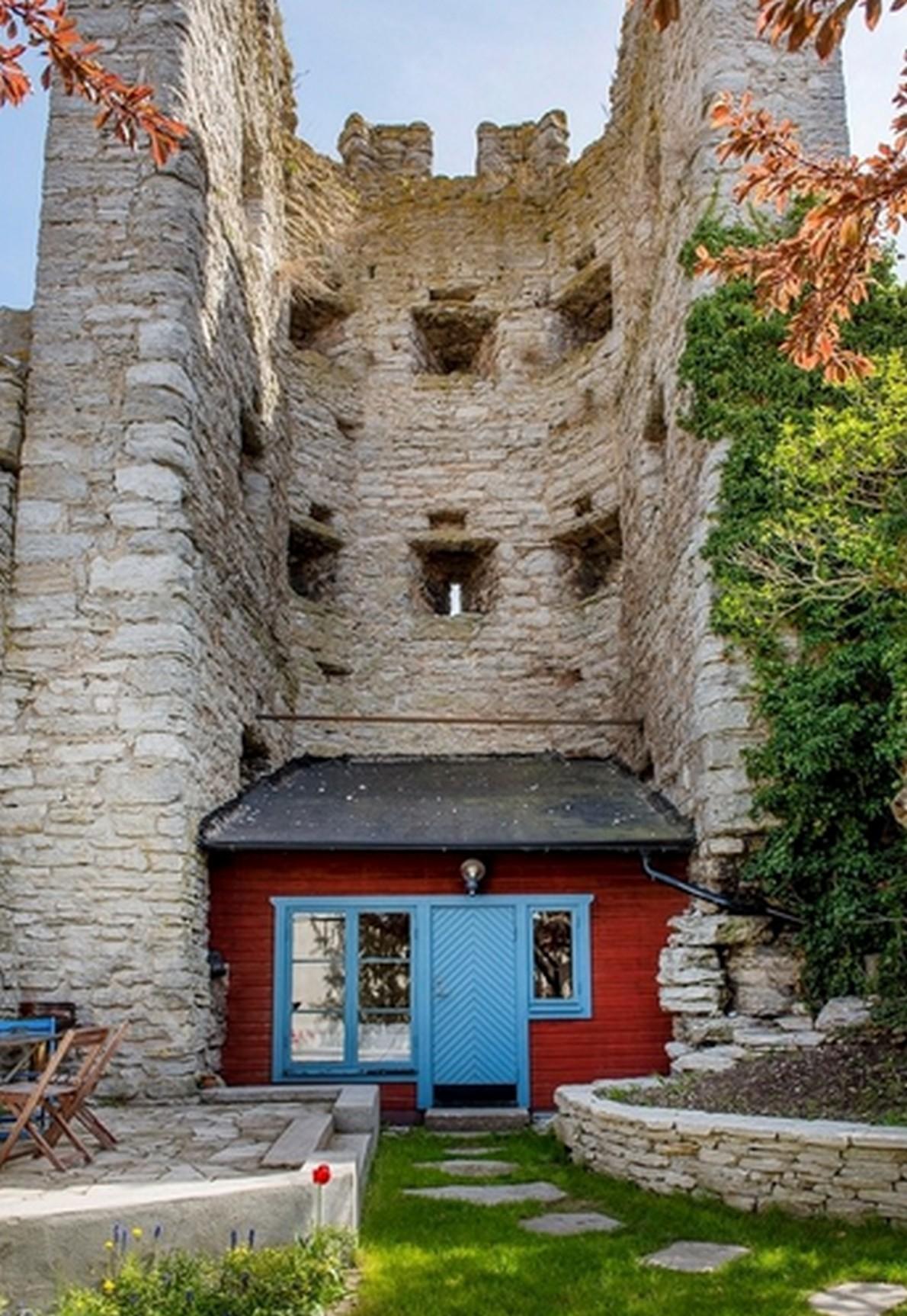 Il segreto della mini casa costruita su mura medievali for Planimetrie della mini casa