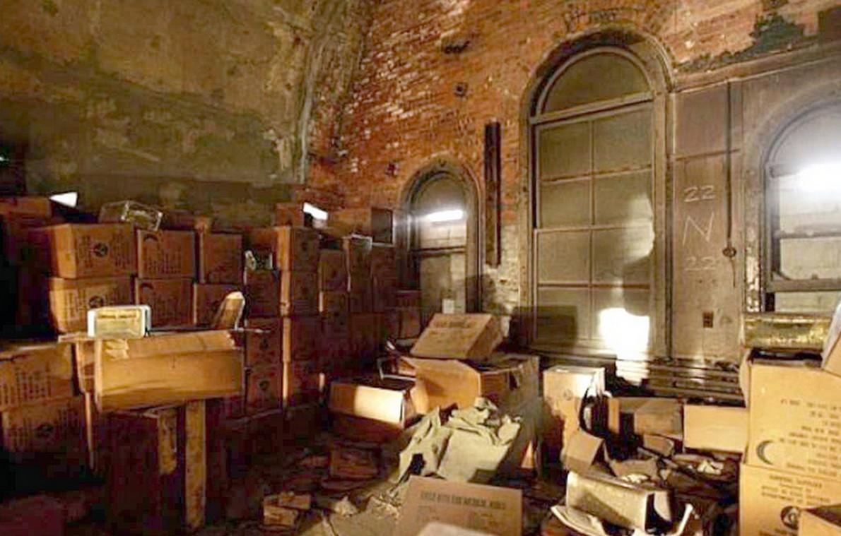 """All'interno del bunker segreto costruito nel ponte di Brooklyn, in attesa della """"fine del mondo"""" (Fotogallery)"""