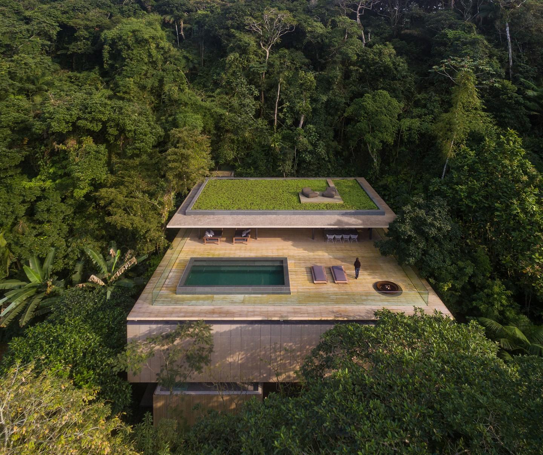 """Casa Na Mata: la villa più bella del Brasile, capace di """"mimetizzarsi"""" con la natura"""