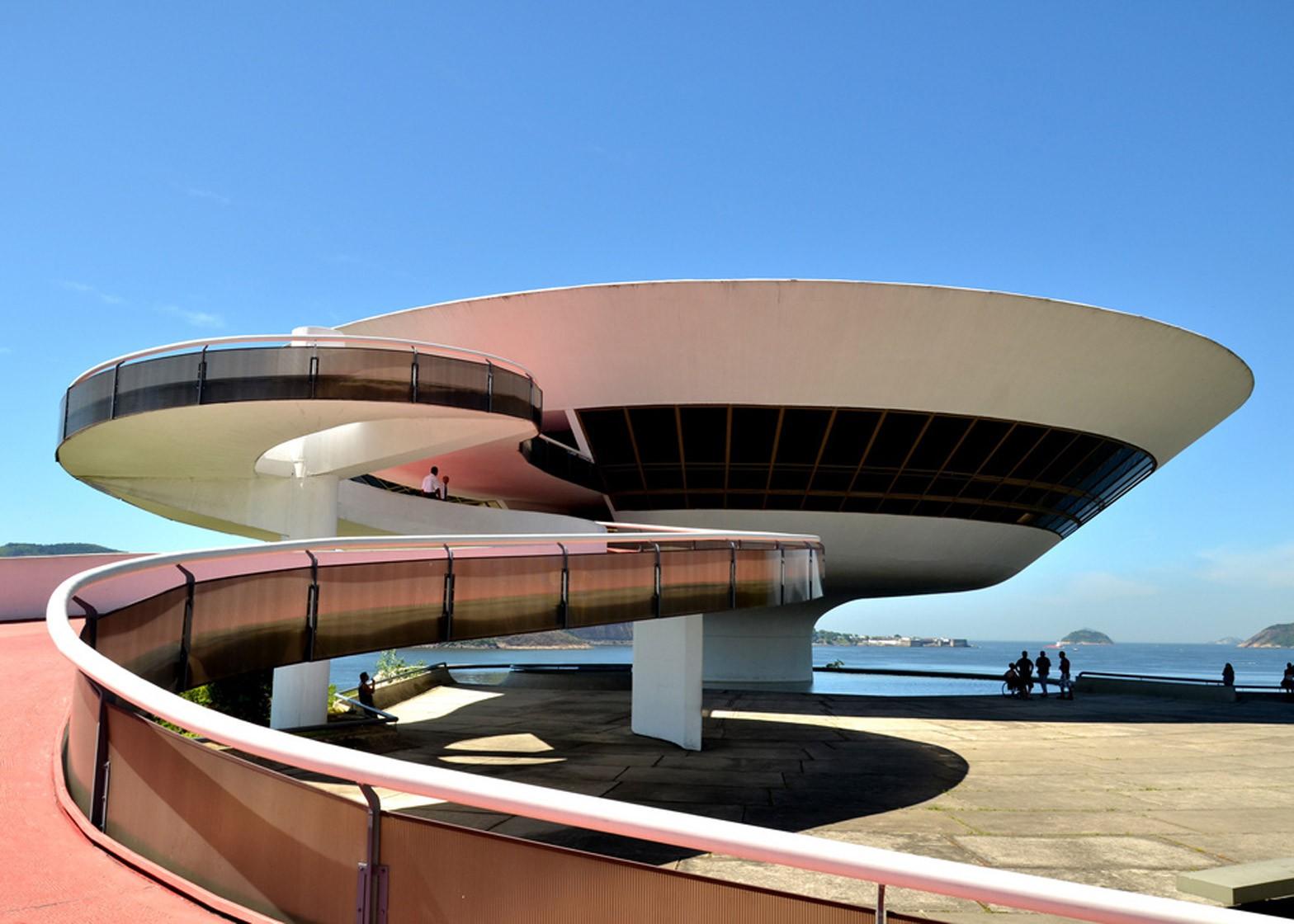 Museu de Arte Contemporânea de Niterói by Oscar Neimeyer, 1996