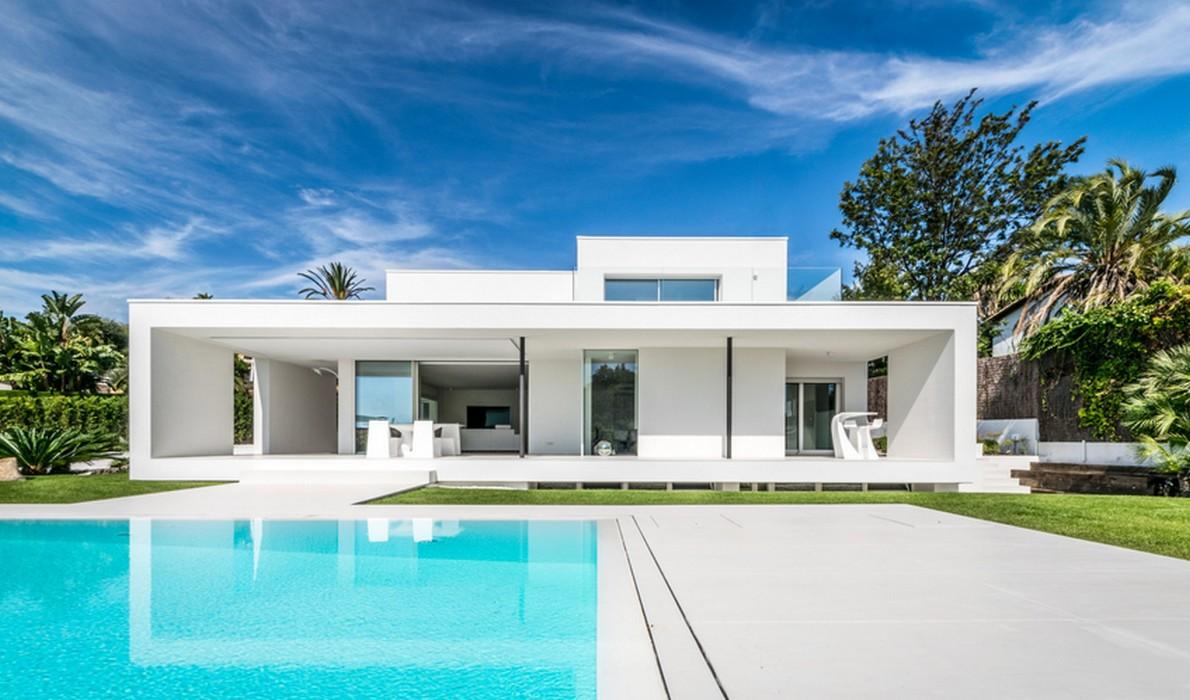 Dalla casa della nonna ad abitazione di lusso la grande for Case moderne con piscina
