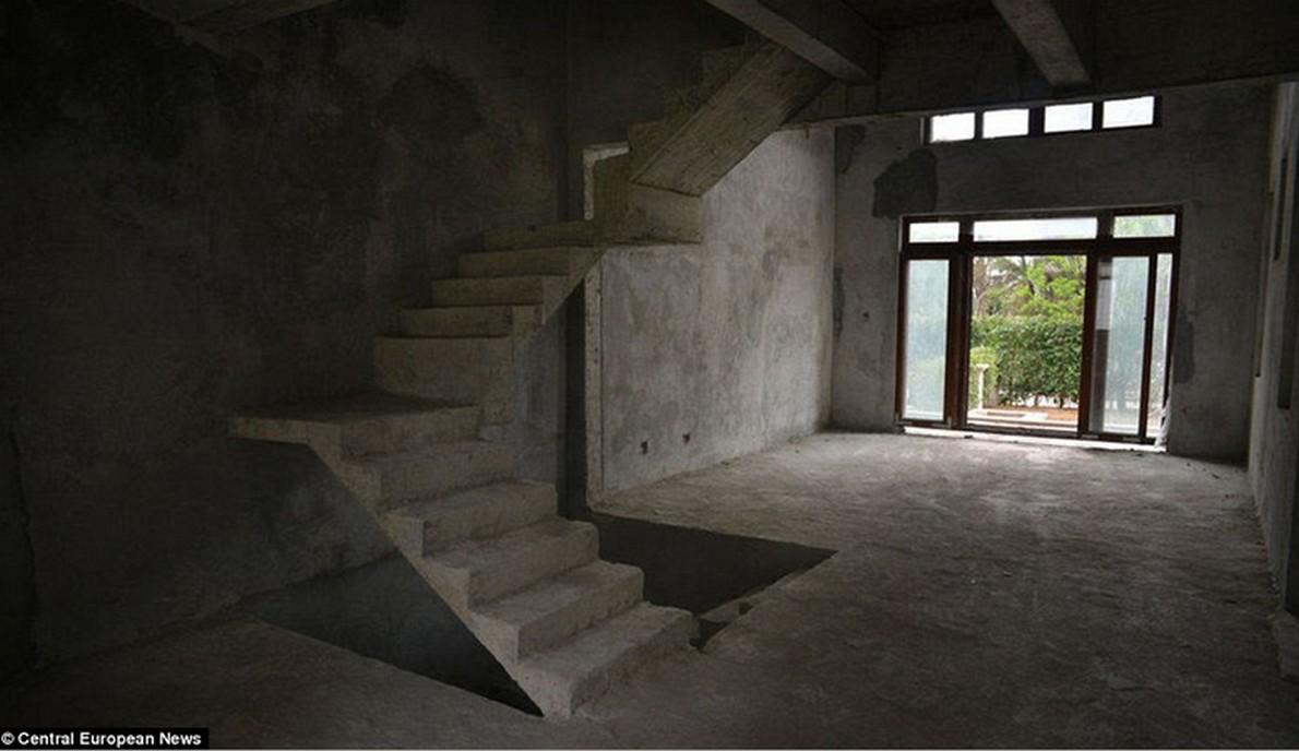 La città fantasma delle 100 case abbandonate (c) Central European News