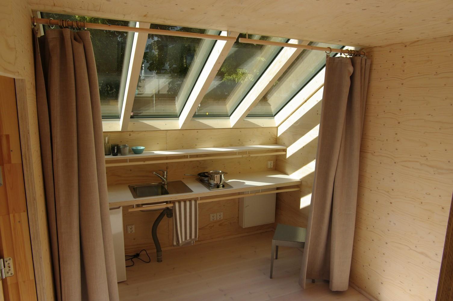 Una casa di legno che si pu costruire in meno di 24h e for Interni di case in legno contemporanee