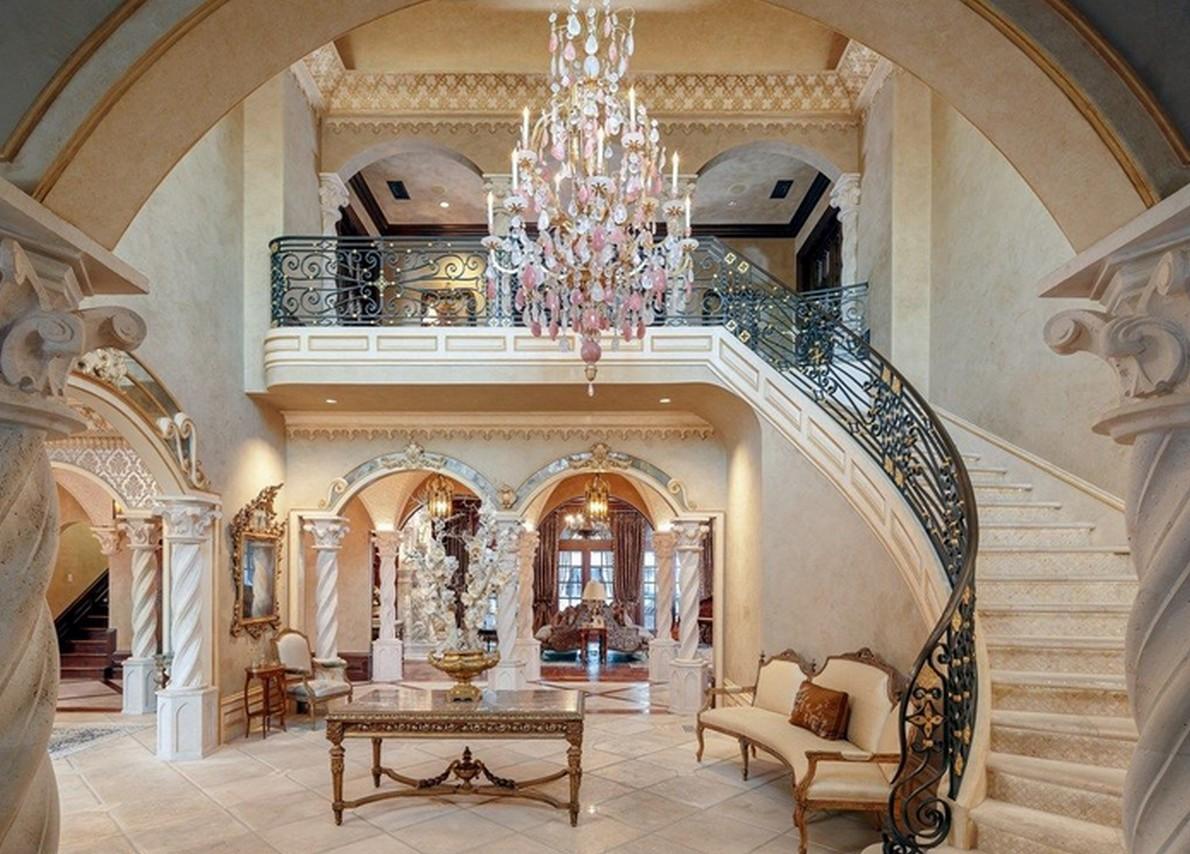 Hall e scalinata
