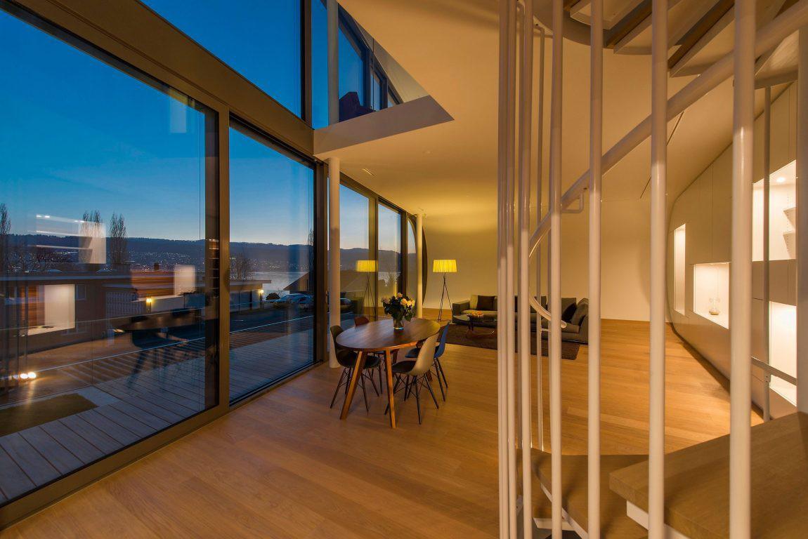 Una serpeggiante casa futuristica con vista sul lago di for Costruire una casa sul lago
