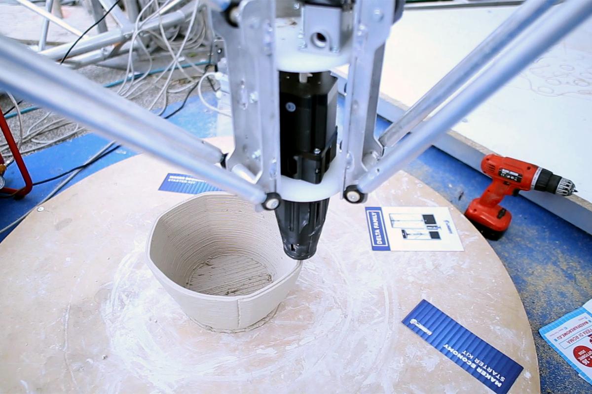 2 – Stampante 3D per costruire con materiali alternativi