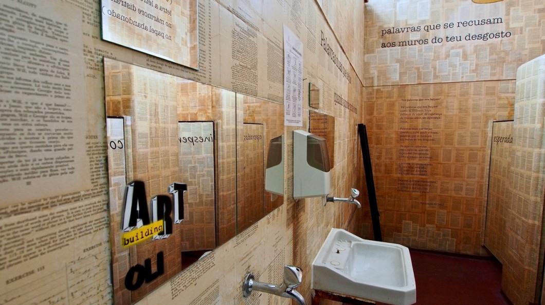 I bagni pubblici di lisbona trasformati in opere d 39 arte - Odore di fogna in bagno quando piove ...
