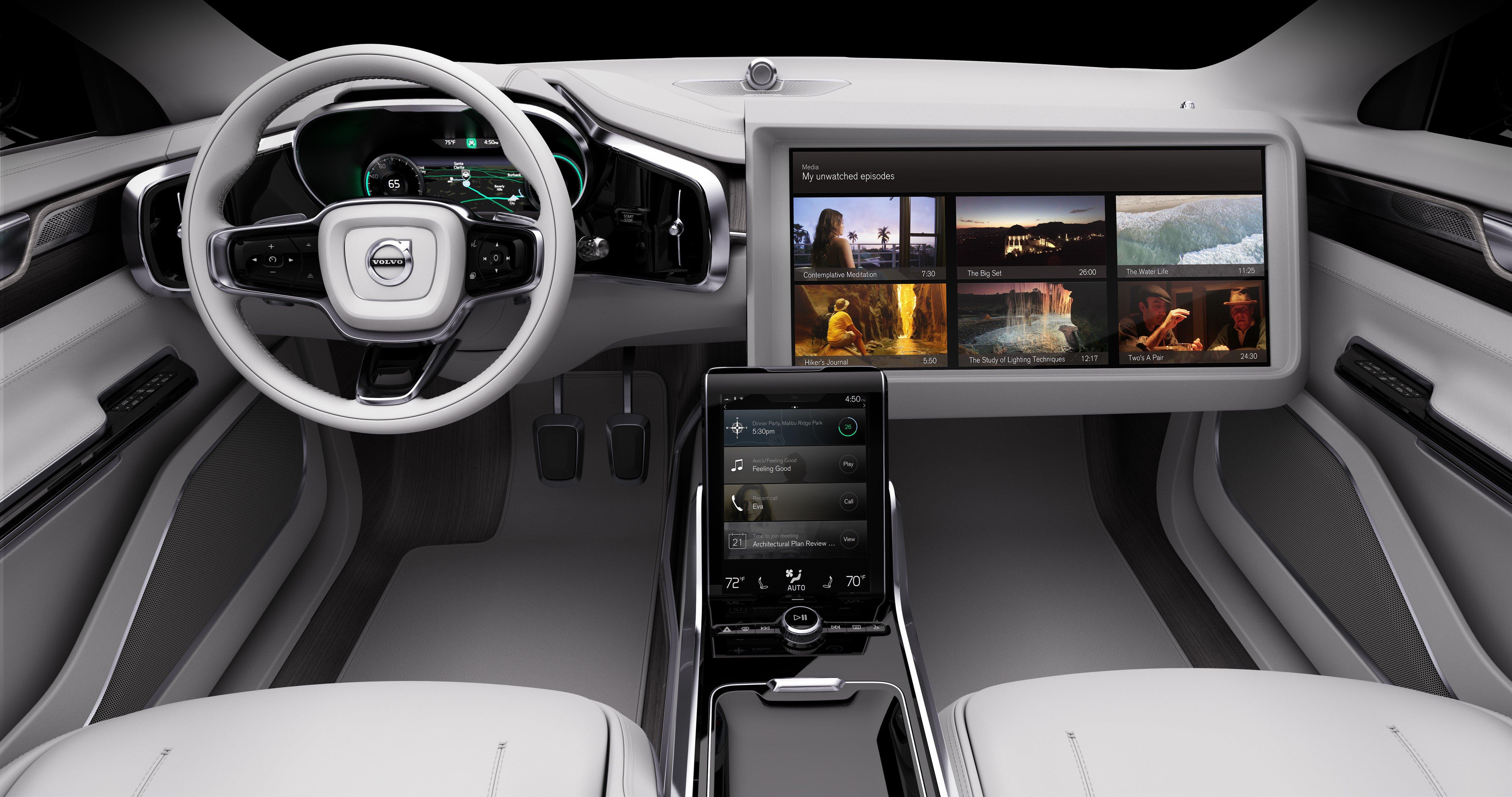 Le auto intelligenti saranno dotate anche di comodi schermi