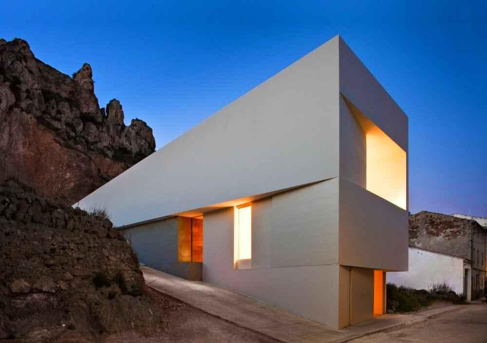 Casa a lato di un castello, Ayora, Spagna (Frank Silvestres Architects)