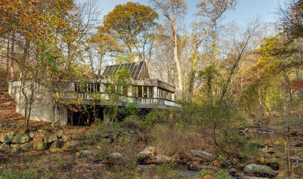 La casa è stata progettata dall'architetto americano John Black Lee