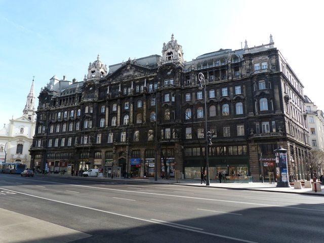 Edificio storico nel centro di Budapest (Ungheria)