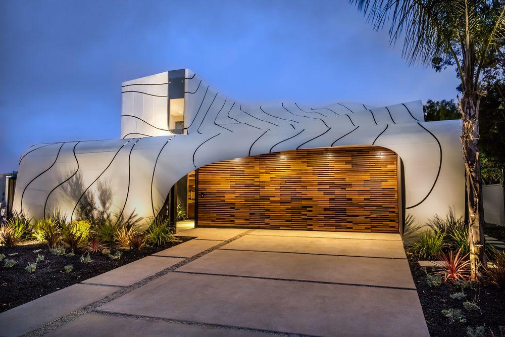 La casa vista dall'esterno / http://la.curbed.com/2016/8/23/12595692/venice-wave-house