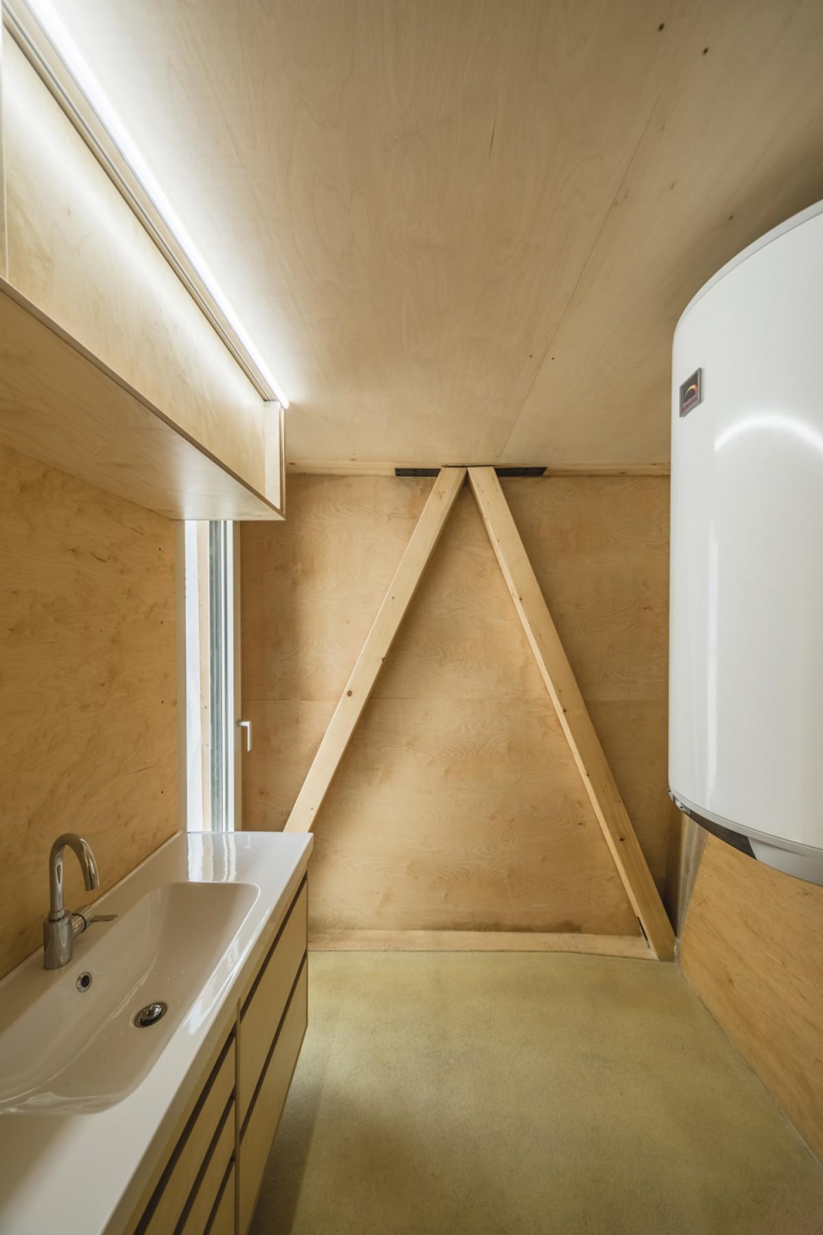 L 39 incredibile casa di tre piani che si sostiene su un for 3 piani casa 3 bagni