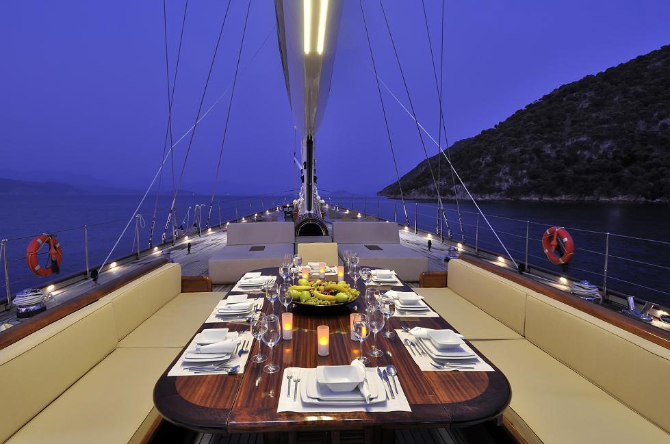 Una cena in mezzo al mare