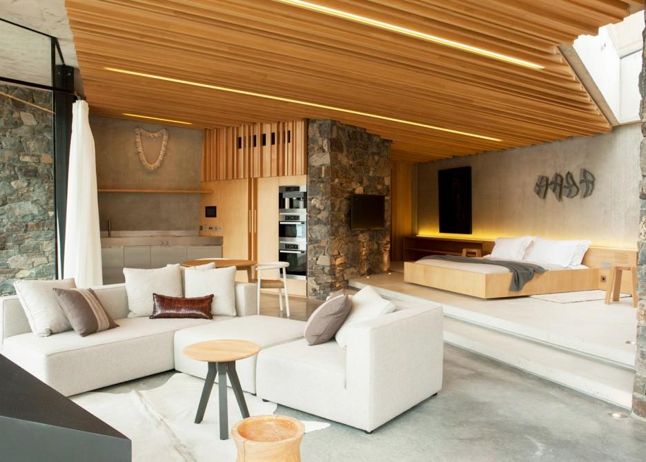 Il salone con arredamento minimalista