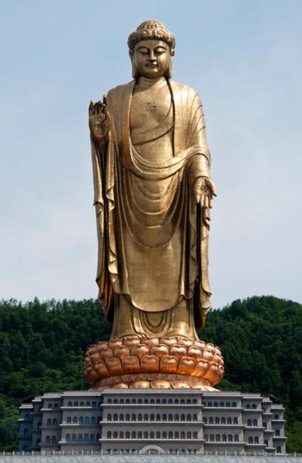 Buddha del Tempio di Primavera (128 metri), Lushan (Cina)