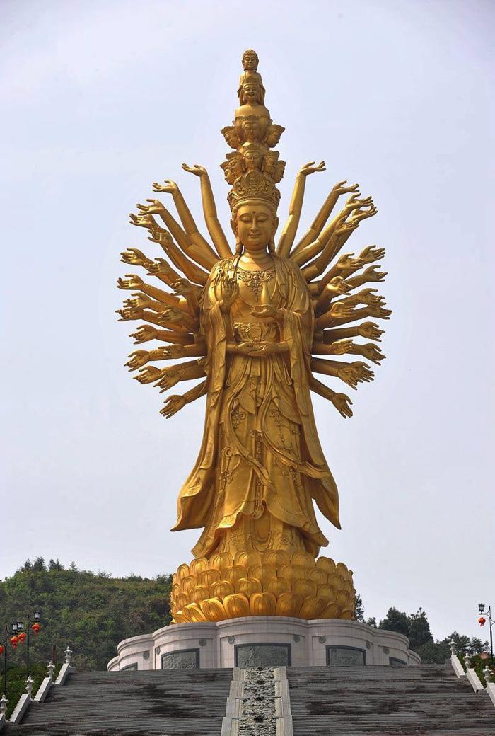 Qianshou Qianyan Guanyin (99 metri), Weishan (Cina)