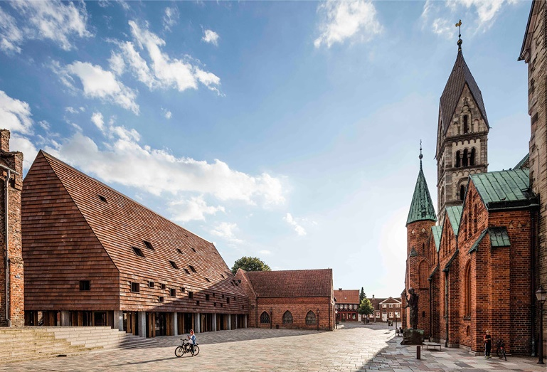 Piazza medievale a Ribe, Danimarca / Lundgaard & Tranberg Architects. @Anders Sune Berg