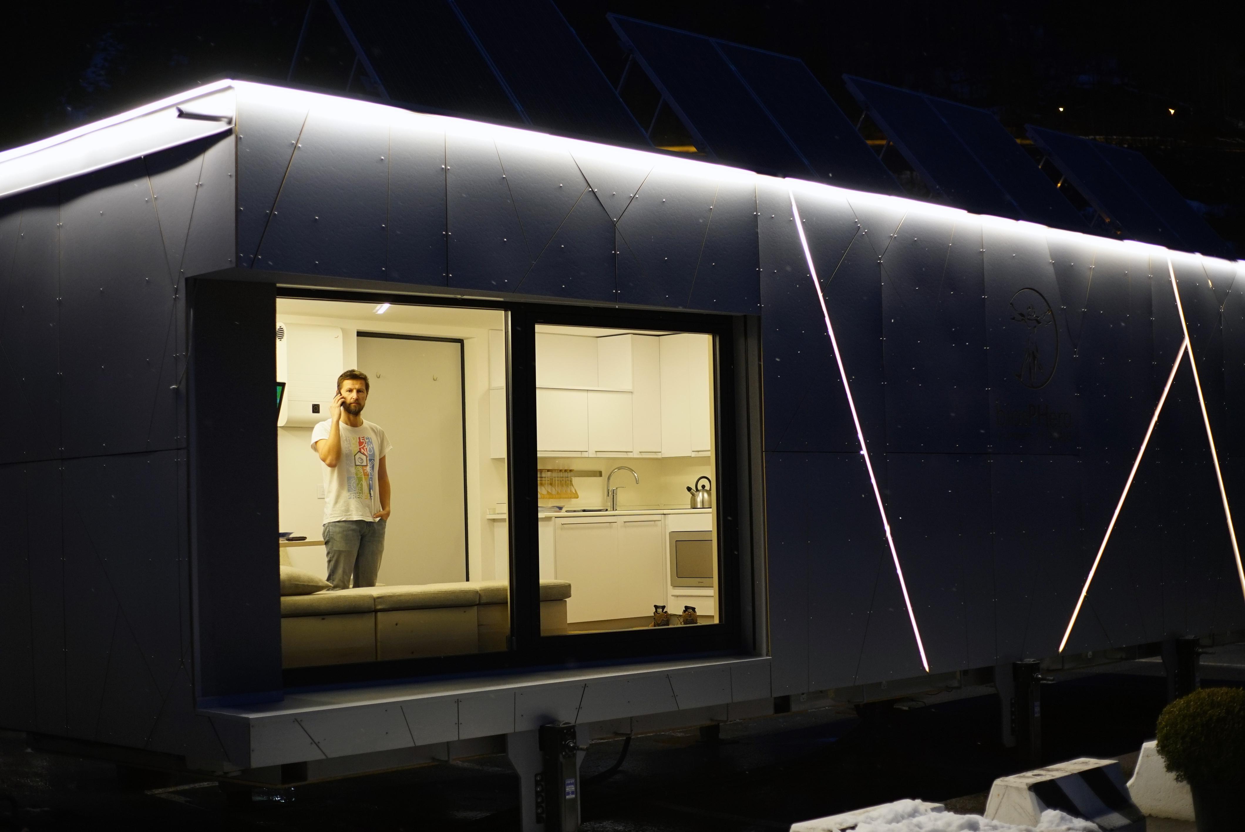 Una casa energeticamente autonoma e a misura d'uomo / Biosphera 2.0