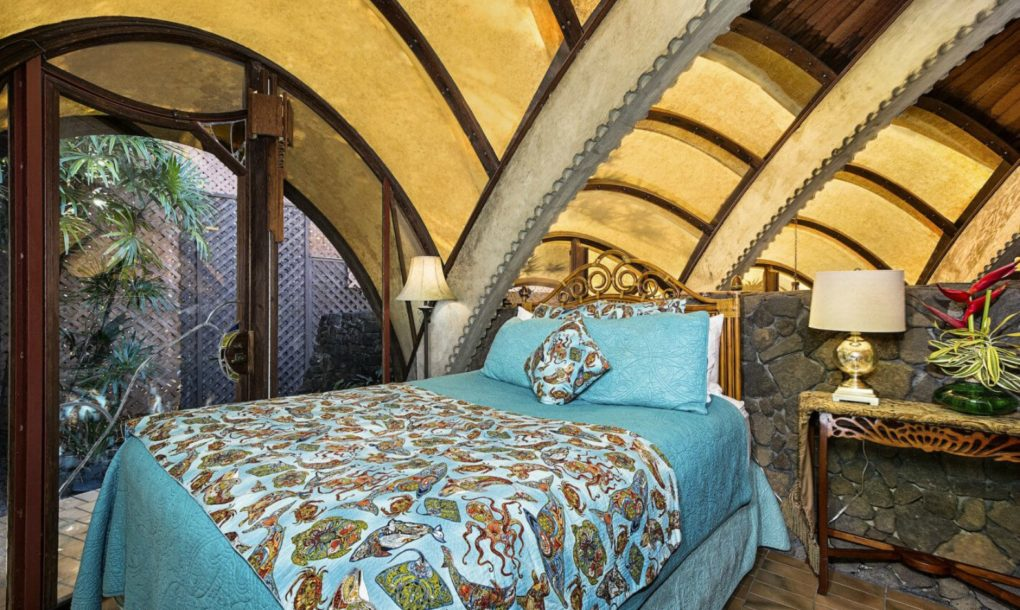 Ancora una camera da letto / Onion House