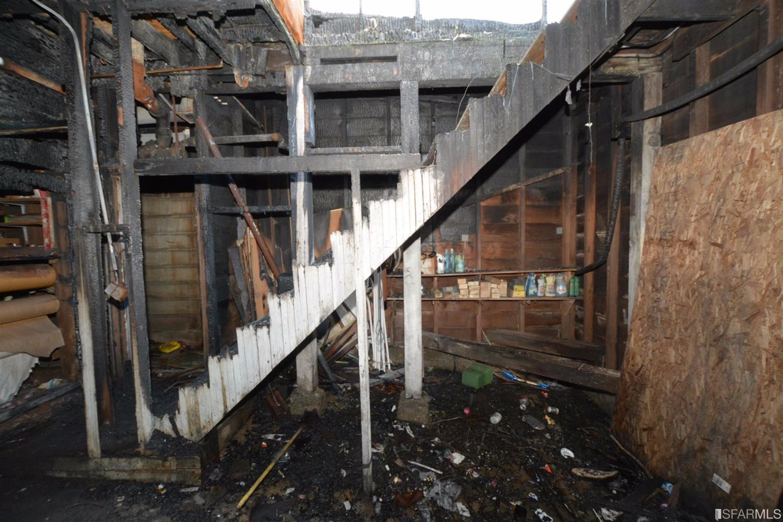 L'interno è completamente distrutto / Estately