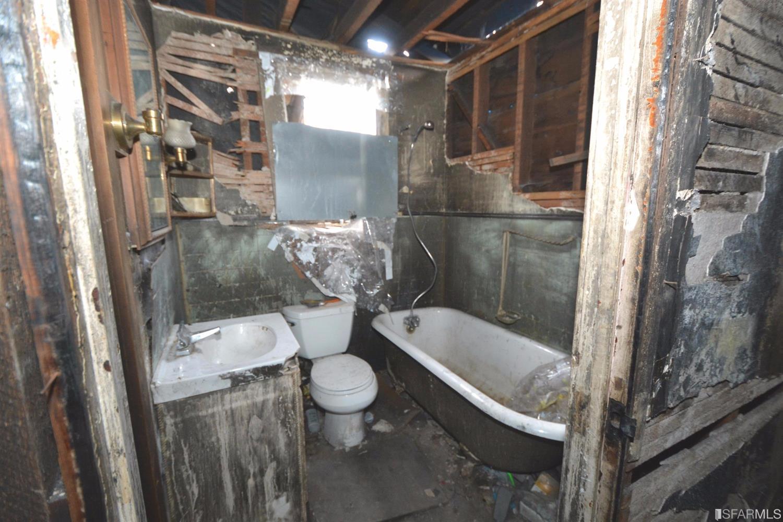 Il bagno / Estately