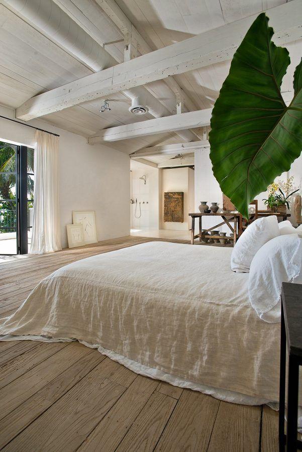 Una delle camere da letto / Architectural Digest