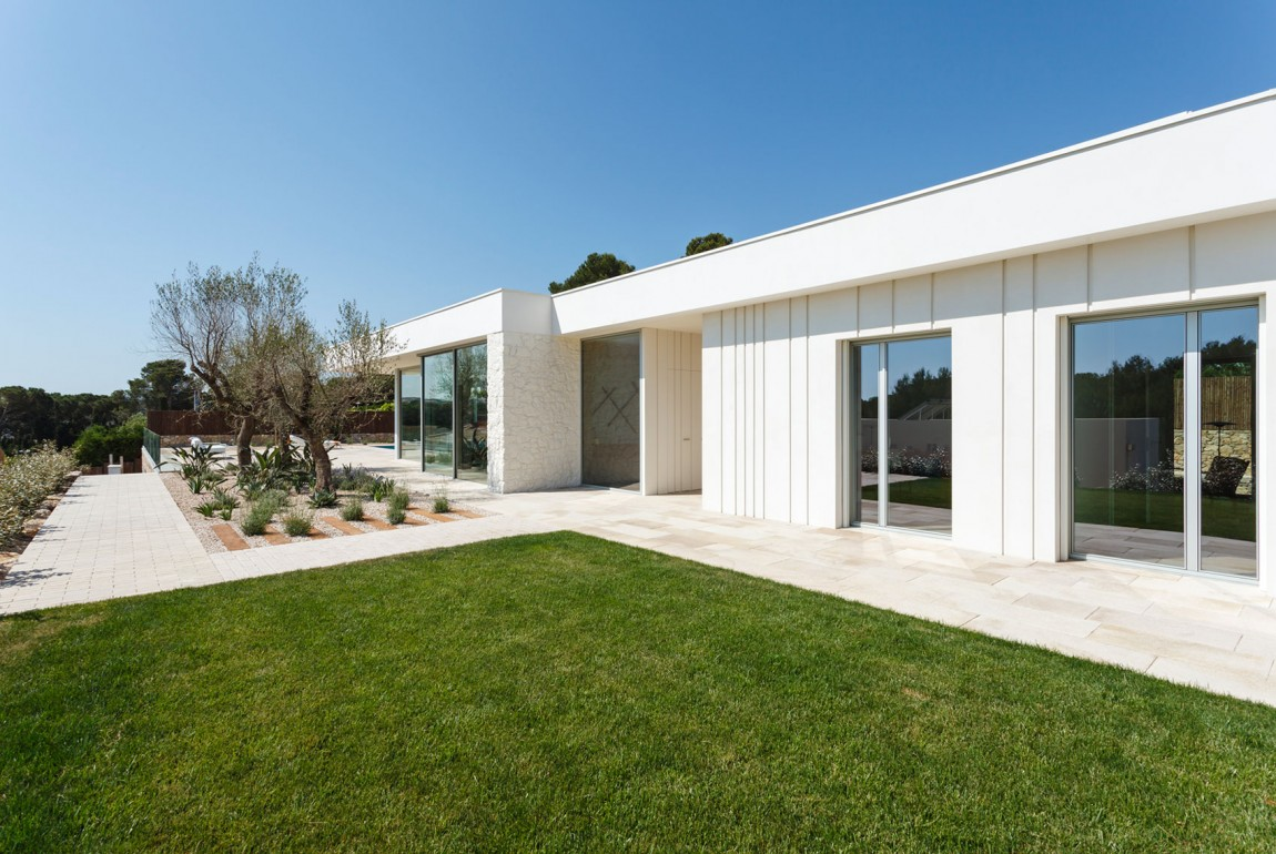La villa si trova in Spagna / Marcela Grassi