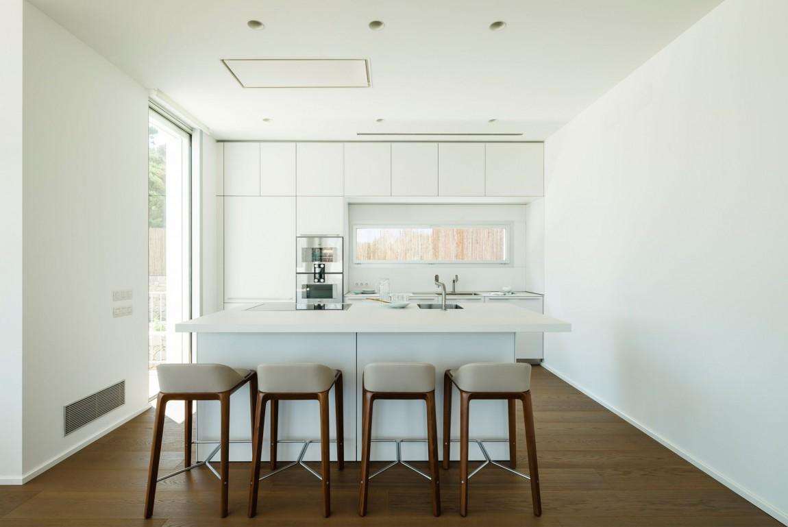 La villa è stata progettata per una famiglia che vive in Svizzera / Marcela Grassi