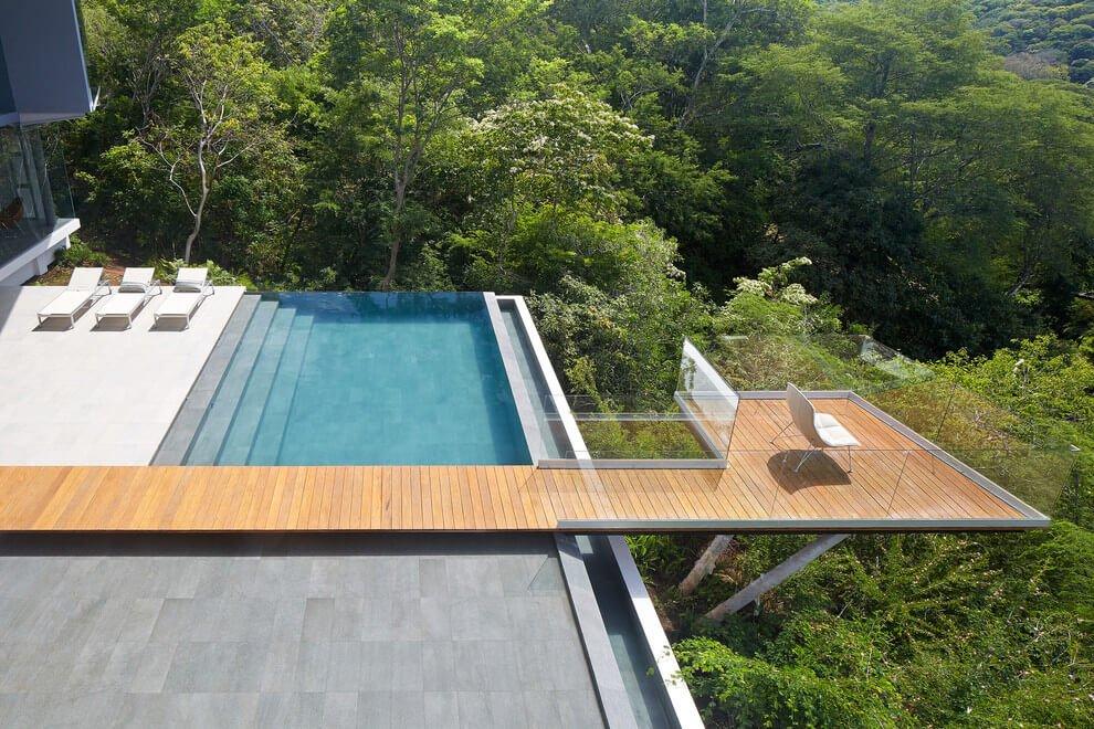 La piscina e la terrazza con vista / Cañas Arquitectos