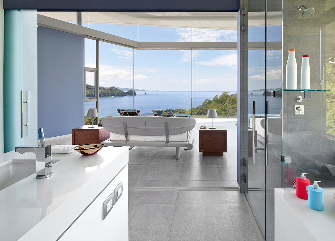 Gli spazi si fondono con l'esterno / Cañas Arquitectos