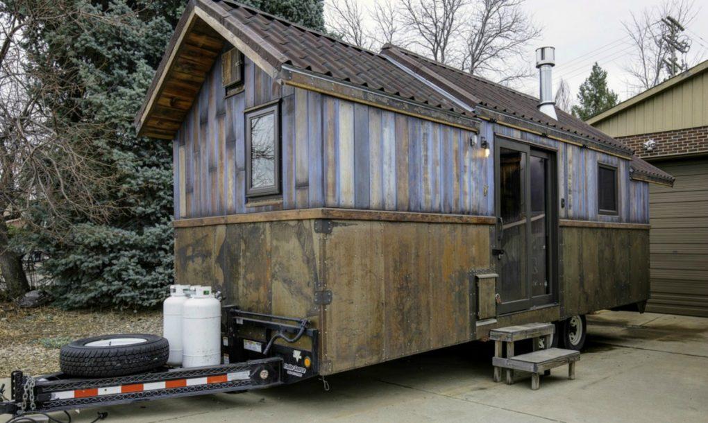 La cucina dispone di un frigorifero che funziona con la luce solare / inhabitat
