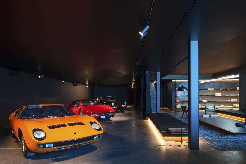 Il garage con automobili di lusso / Govaert & Vanhoutte Architects